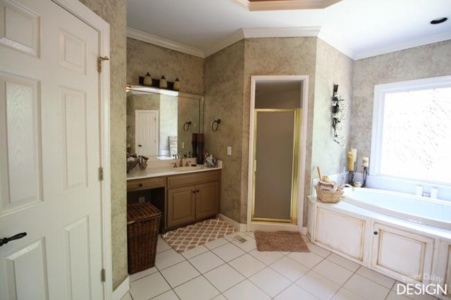 before-master-bathroom-3162