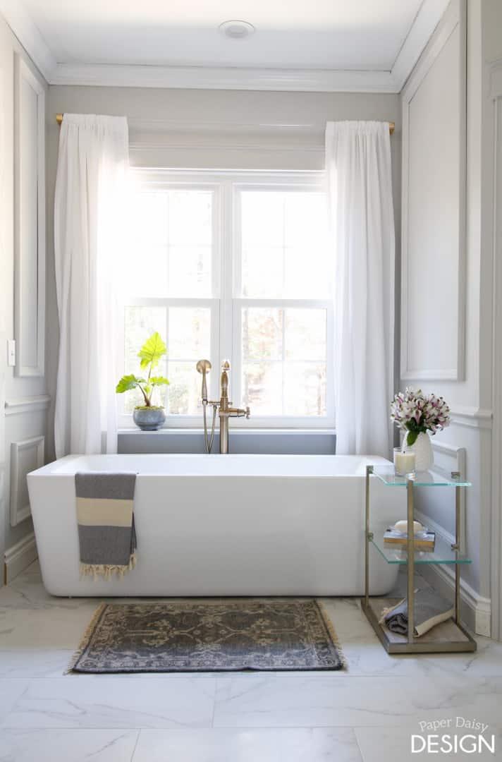 freestanding tub in niche