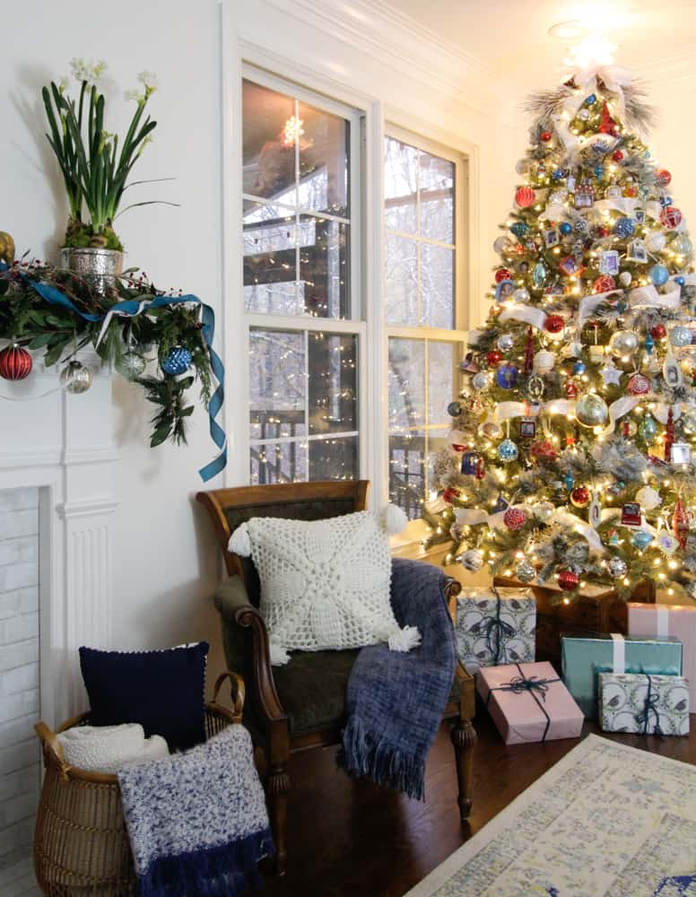 I think that soundly demonstrates you don't have to invest in a basket load  of ornaments to achieve a fresh look for your tree.