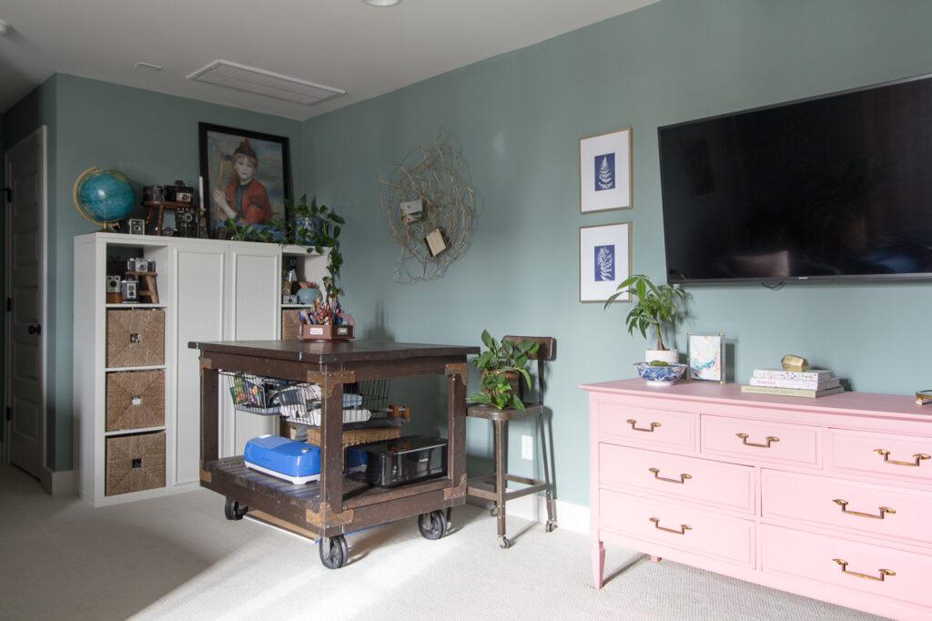 feminine bonus room